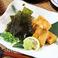 料理メニュー写真クリームチーズの醤油漬け海苔チップス