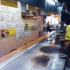 店内は圧巻!大きなこだわり鉄板がドーン!とございます。