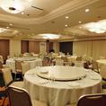 宴会場は最大着席100名様。立食は120名様までOK。プロジェクター、マイク、ビンゴなどの設備も完備◎