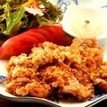 料理メニュー写真揚げ鶏の特製薬味ソース掛け