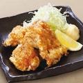 料理メニュー写真特製醤油ダレの若鶏唐揚げ