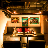 雰囲気溢れるテーブル席となります♪落ち着いた雰囲気のゆったり寛ぎ個室空間♪飲み会や女子会や合コン、誕生日・記念日などに最適のオシャレなお店!