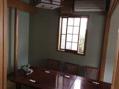 最大8名様のご利用可能なお座敷個室は2部屋ございます。つなげて最大16名様のご宴会も可能です。