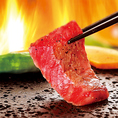 【bonbori溶岩焼に隠された秘密!】富士山の溶岩石は熱すると900度の高温になると共に、空気穴が余分な脂を吸収してくれます。