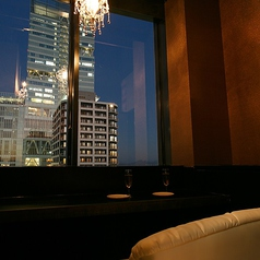 お二人様用の夜景の見える個室席です。2組限定ですので、お早めにご予約を…