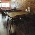 テーブルは移動もできるので、人数に合せてレイアウトも可能です。
