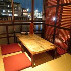 2階テーブル席。犀川の四季を感じてください。