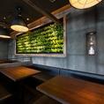 樹林をイメージした店内は地下植えされた木と壁面緑化が名古屋にいながら森林の中にいるような落ち着いた雰囲気にさせてくれます。