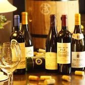 世界各地のワインを愉しむ、友人同士で…