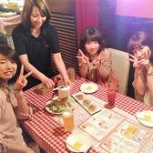 定番メニューのシーザーサラダは目の前でチーズを削り、視覚でもお料理をお楽しみいただけます!女子会や誕生日会、記念日など、盛り上がること間違いなし◎その他にもチーズフォンデュやラクレットチーズ、スライスしてご提供する生ハムなど、人気のイタリアンメニュー多数!梅田で女子会・飲み会するなら是非当店へ♪