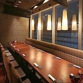 人数に合わせてレイアウトを変えられる最大24名様までご利用いただけるご宴会にぴったりなボックスタイプのお席です。ご宴会利用に向いたお席となっております。会社のご宴会、仲間との飲み会、女子会、合コンなどにぜひご利用下さい!