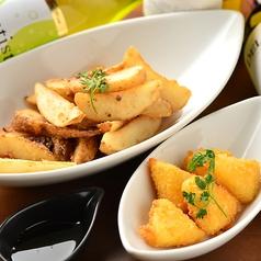 料理メニュー写真アンチョヴィポテト/カマンベールフリット/チーズライスコロッケ
