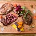 料理メニュー写真牛・鶏・豚の肉盛りプレート