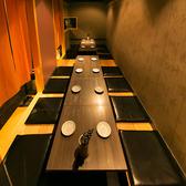 スタイリッシュな掘りごたつタイプの個室は最大16名様までご案内可能!和を基調とした御籠もり空間。(新橋/個室/居酒屋)