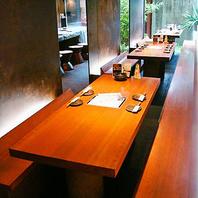 【おしゃれ心満載】 ロングシートのテーブル席
