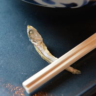 イリコ、昆布、宗田鰹に鯖節の香りがきいた出汁
