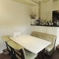 デート、誕生日、記念日に◎な2名様用のテーブル席。ゆったりと寛げるソファのお席でお食事を。」【女子会 スパークリング 中央駅 誕生日 記念日 サプライズ デート 飲み放題 イタリアン】