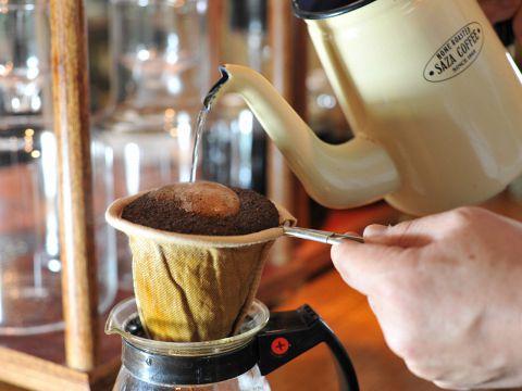 煎りたての豆、挽きたてのコーヒーをネルドリップで一杯一杯丁寧に抽出しています