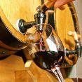 絞りたてのワインを特殊な樽に入れる事により、空気や光に触れず、ワイン畑で飲んでいるようなフレッシュな味わいが楽しめますっ!!