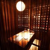 暖簾や襖で仕切れる個室空間のテーブル席
