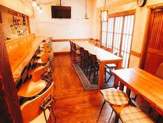 6人用テーブル×3台、カウンター8席貸切時はテーブルを繋げて20名様まで可能カウンター席6席も広く使えて最大収容人数26名様貸切料金はお一人様1000円ずつチャージ料として頂いております!(*コース料理ご注文のお客様に限る)