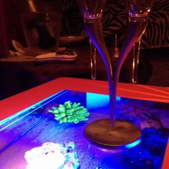 "''Birdseye table""幻想的な印象が特徴"