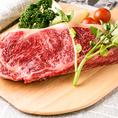 和牛独特の甘みが特徴てきな和牛ステーキやたたきなど、丁寧に下準備をしたお肉を使用したお料理はワインをはじめお酒との相性抜群間違いなし!噛むほどにジューシーで溢れるお肉の旨味をご堪能ください。