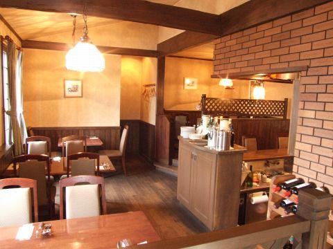 フランス料理をベースにしたお料理が気軽に楽しめる洋風レストラン。