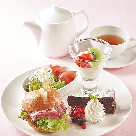 【アフタヌーンティープラン】デザートや軽食4品&ドリンクバー付1000円