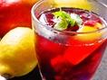 【サングリア】フルーツの沢山入ったサングリアはじめました!マンゴー・レモン・ライム・ラズベリー・ブルーベリーの入ったさっぱりとした味わいでワインが苦手な方も飲みやすくなってます♪530円