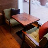 光の差し込む窓際のテーブル席
