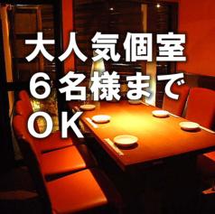 柔らかな光に包まれたテーブル席★デート、女子会にもピッタリ♪和風を基調とした、シックで落ち着いたモダン空間は女性のお客様にも好評◎