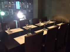 夜景も見えるガラス張り個室。完全個室なので周りを気にせず、お食事をお楽しみ下さい。最大8名様まで。喫煙可。