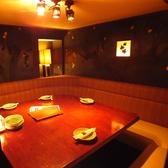 合コンなどにも人気の、L字ソファー個室。合コンに人気の秘密は、個室の多さにあります。