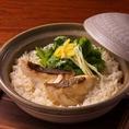 【土鍋鯛めし】炊きたて熱々の釜めしは、まずはそのままでお召し上がりください。2杯目はわさびをのせ、出汁をかけて食べると新しい味に変わります!〆にぜひご賞味ください★