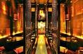 店内に入ると長い廊下と絵画がお出迎え。長い廊下も上質な空間を作り出します。