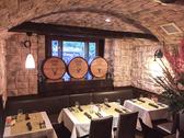 テーブル席は全10席。女子会や誕生日、各種会食など、オーガニック料理と自然派ワインでお愉しみください。