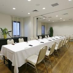 秋桜は最大20名様までご利用可能です。打ち合わせ、会食、女子会、同窓会と少人数のグループさまにおすすめです。