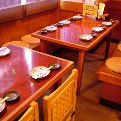 ゆったり座れるテーブル席♪