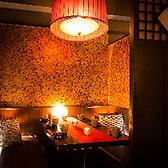 6名様まで使える扉付きの完全個室です。落ち着いた雰囲気でお酒と食事をお楽しみ頂けます。接待や会食などにオススメのお席です。