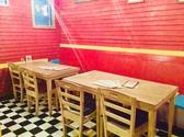 1番 2番 3番テーブル1番 2名テーブル2番 4名テーブル3番 4名テーブル片側ベンチシート、片側チェア3テーブルを合わせて10名テーブルとしてもご利用出来ます
