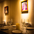 落ち着いた店内でこだわりのワインとお食事をお楽しみいただけます。グラススパークリングワインは680円、毎日日替わりの(赤・白)グラスワインは10種ご用意しております。