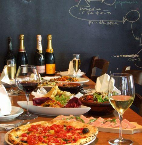 サルヴァトーレ・クオモ氏の手がける本格ナポリ料理が楽しめるピッツェリア。