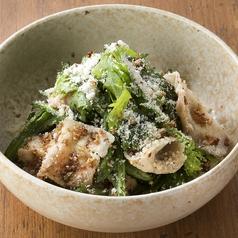 料理メニュー写真■サクサク醤油で食べる豚肉と春菊のサラダ