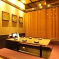 1区画に6名様テーブルが3つ並んだ半個室のお部屋が一つ6つ並んだ半個室のお部屋が1つありますので、宴会にご利用いただけます。