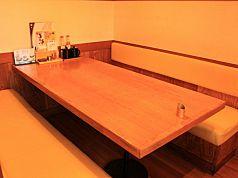 仲間連れでサクッと食事したい時も安心のテーブル席(1)