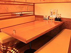 仲間連れでサクッと食事したい時も安心のテーブル席(2)