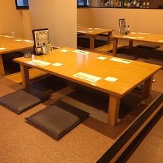 2階:お客様の人数に合わせたお席へご案内いたします。