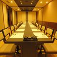 お座敷のテーブル席は、ゆったりとくつろげるお部屋になっております。人数に合わせ最大24名様の大宴会も可。雰囲気自慢の空間で、くつろぎながら自慢の料理をお楽しみ下さい。お席に限りがございますので、ご予約はお早めに。