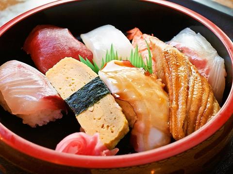 大きなネタのにぎり寿司は食べ応えあり☆うどんや鍋も美味しいお寿司屋さん。